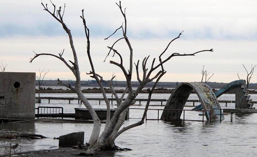 Ruinas resultado de la inundación provocada por el desborde de la Laguna Epecuén