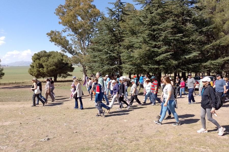 Peregrinación a la Ermita de Saavedra peregrinos a pie